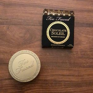 Too Faced Medium/Deep Chocolate Soleil Bronzer
